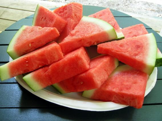 دعوة المدير اللمنتمي للعشاء ان watermelon.jpg